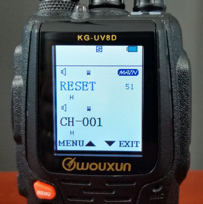How to reset the Wouxun KG-UV8D to factory settings and English prompts